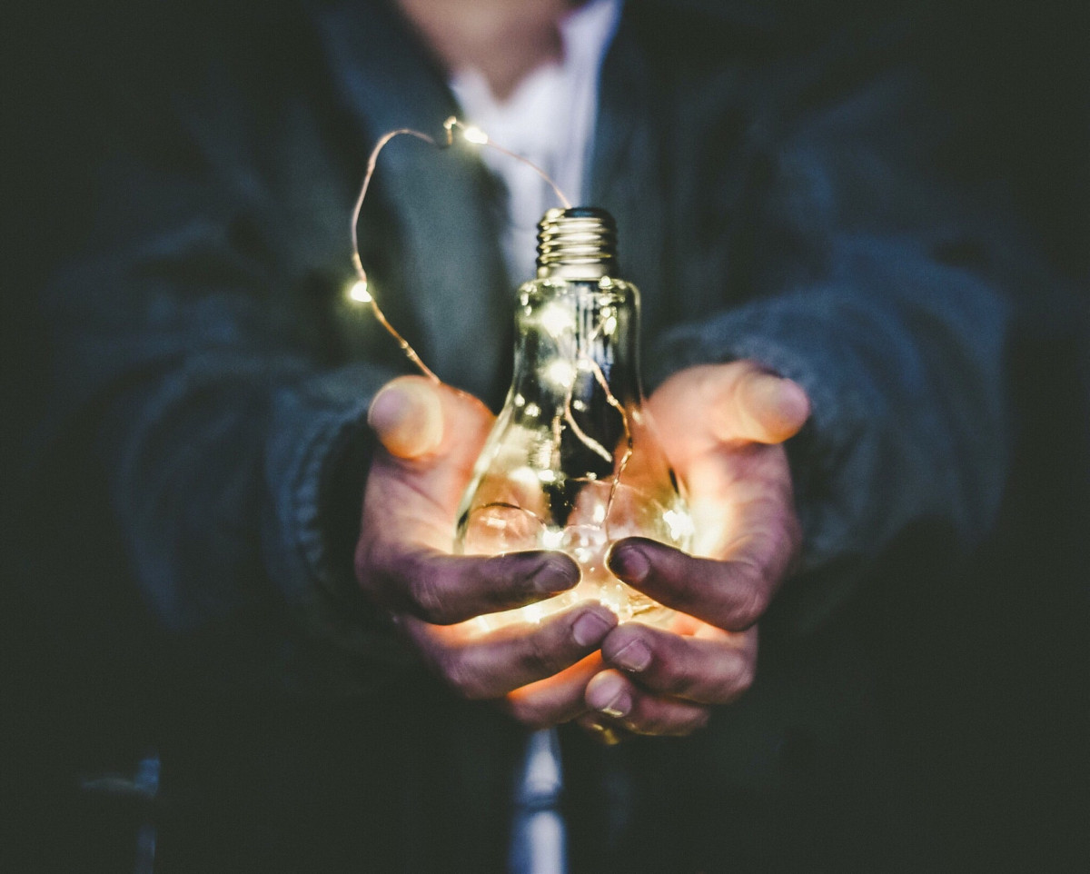 leadership ideas light bulb