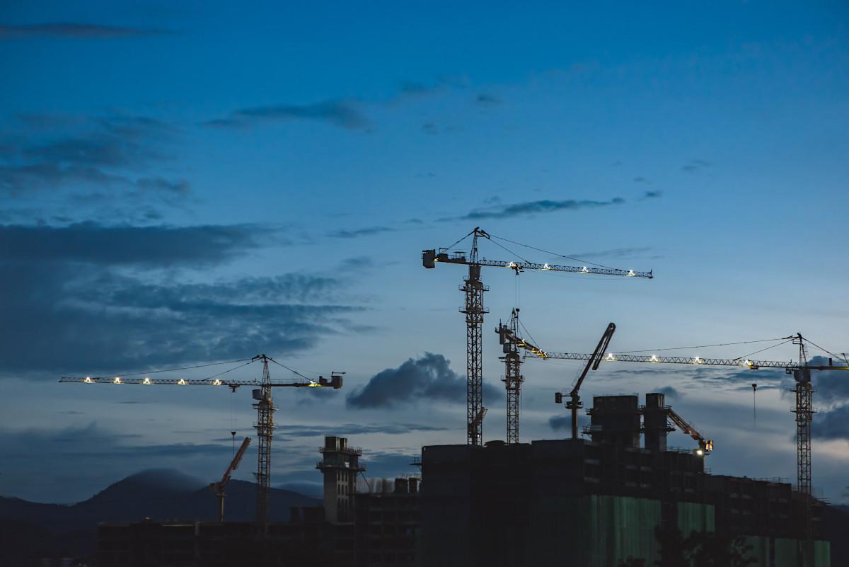 construction photo of cranes